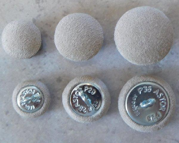 Cushion buttons microfibre sand